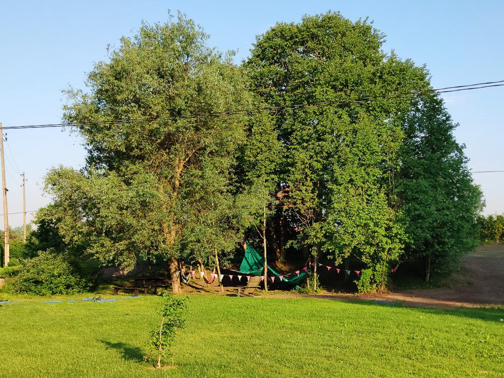 Trotz der Nähe zur Schnellstraße ist es ruhig auf dem Zeltplatz Camping Zanzibara