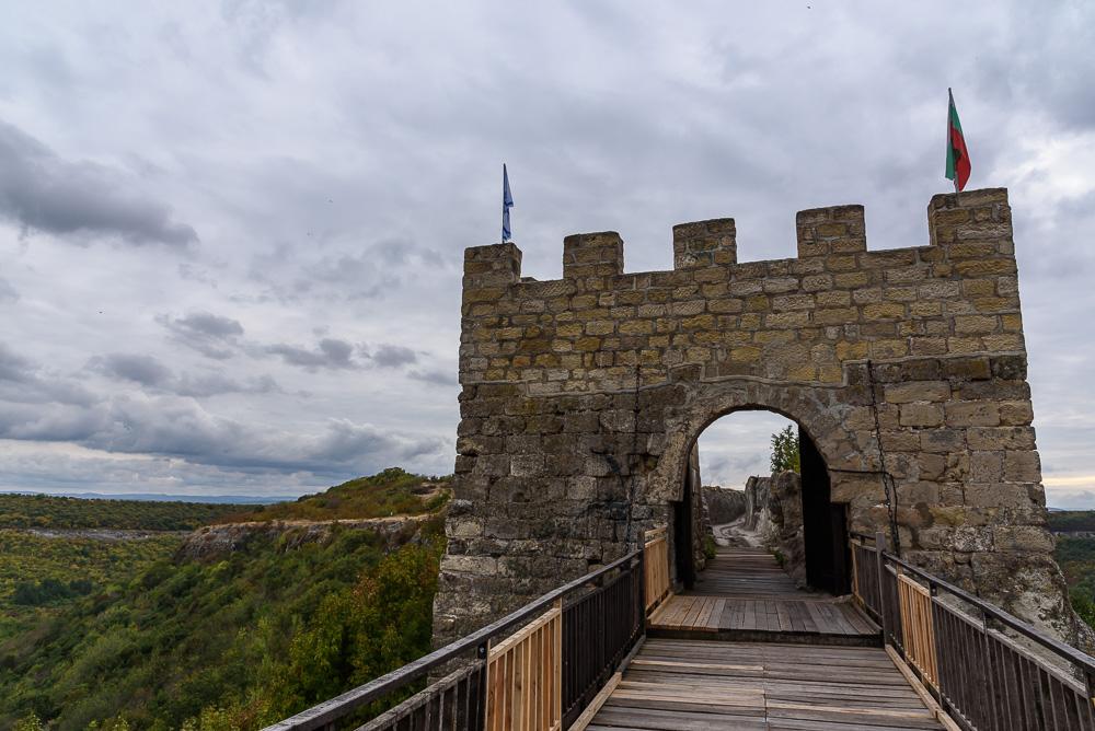 Das gut erhaltene und restaurierte Nordtor der Festung Ovech