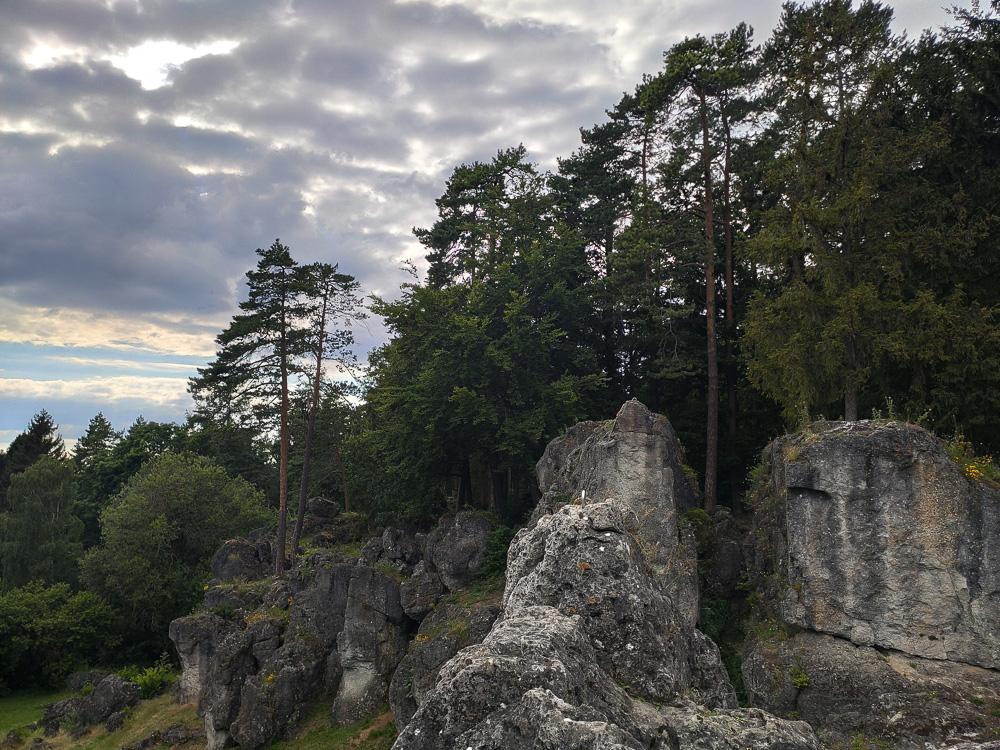 Am Ziel der Kletterrouten auf der Spitze der Felsen am Kemitzenstein