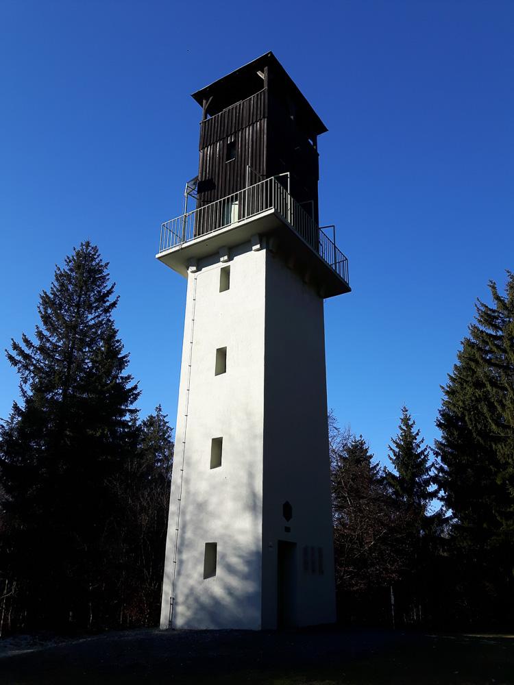 Der 20 Meter hohe Radspitzturm bei Kronach