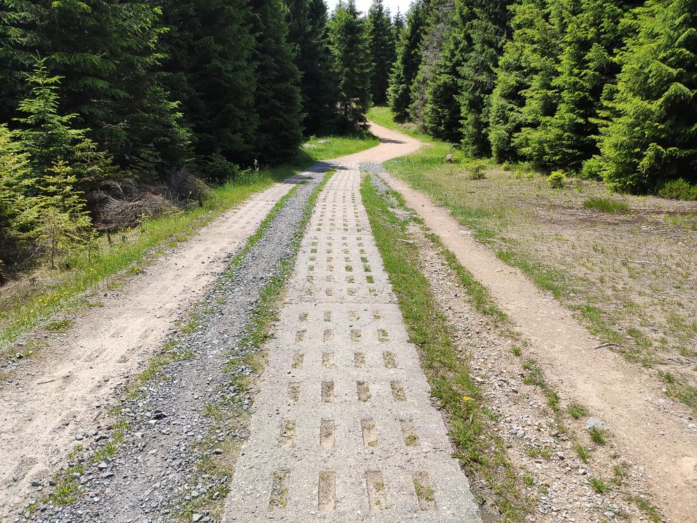 Unsere Tour mit dem E-Bike auf den Brocken und über den Wurmberg zurück nach Braunlage verlief auch auf den Betonplatten der ehemaligen Grenzwege