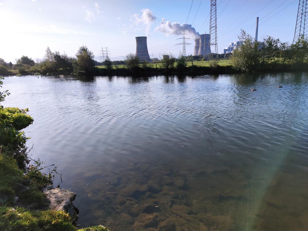 Direkt an der Lippe und dem RWE Kraftwerk Westfalen gelegen