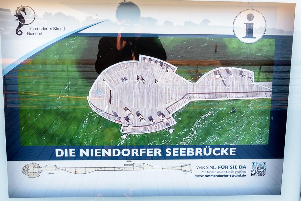 Die Niendorfer Seebrücke aus der Luft auf einer der Infotafeln