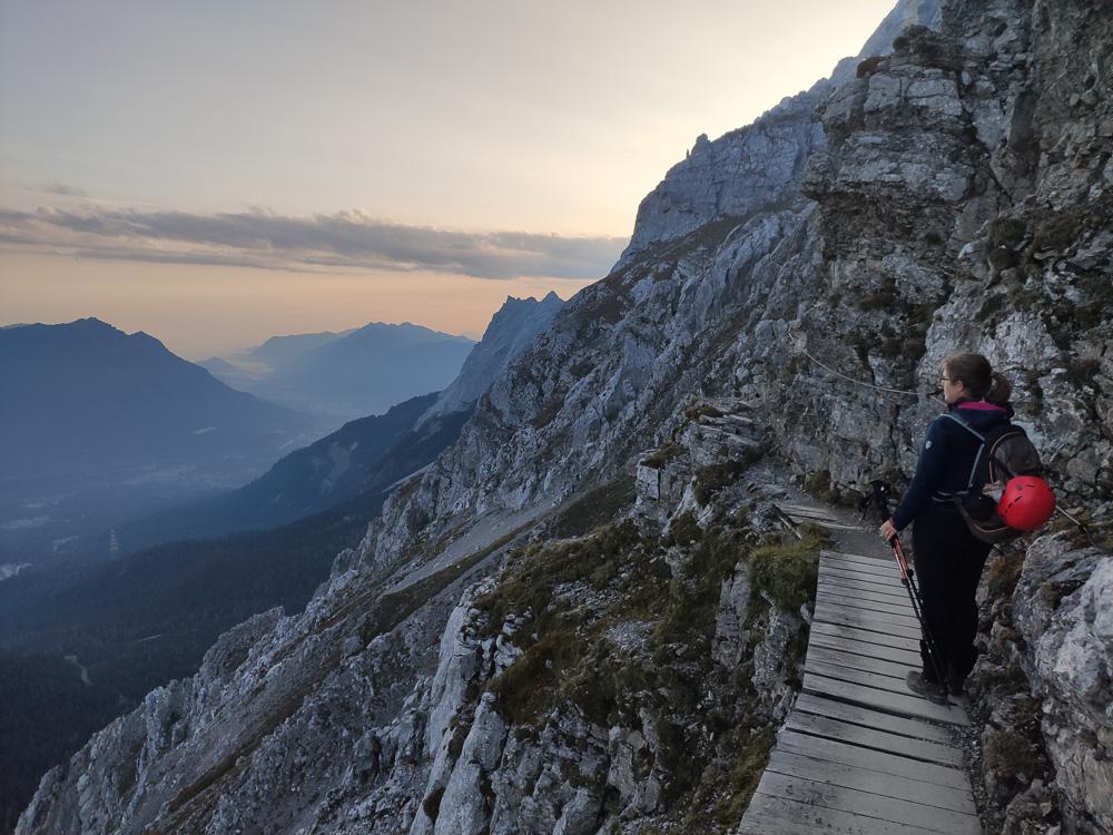 Der Georg Jäger Steig zur Wiener Neustädter Hütte ist stellenweise gesichert und bietet grandiose Aussichten