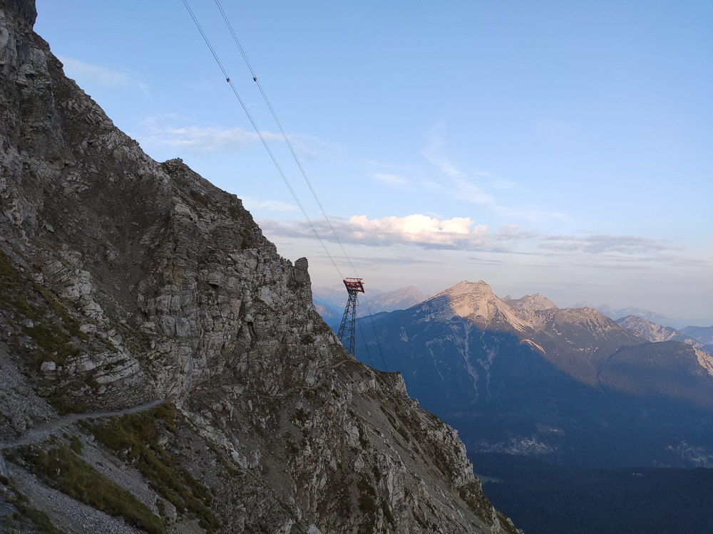 Es gibt viele verschiedene, landschaftliche tolle Wanderwege auf die Zugspitze