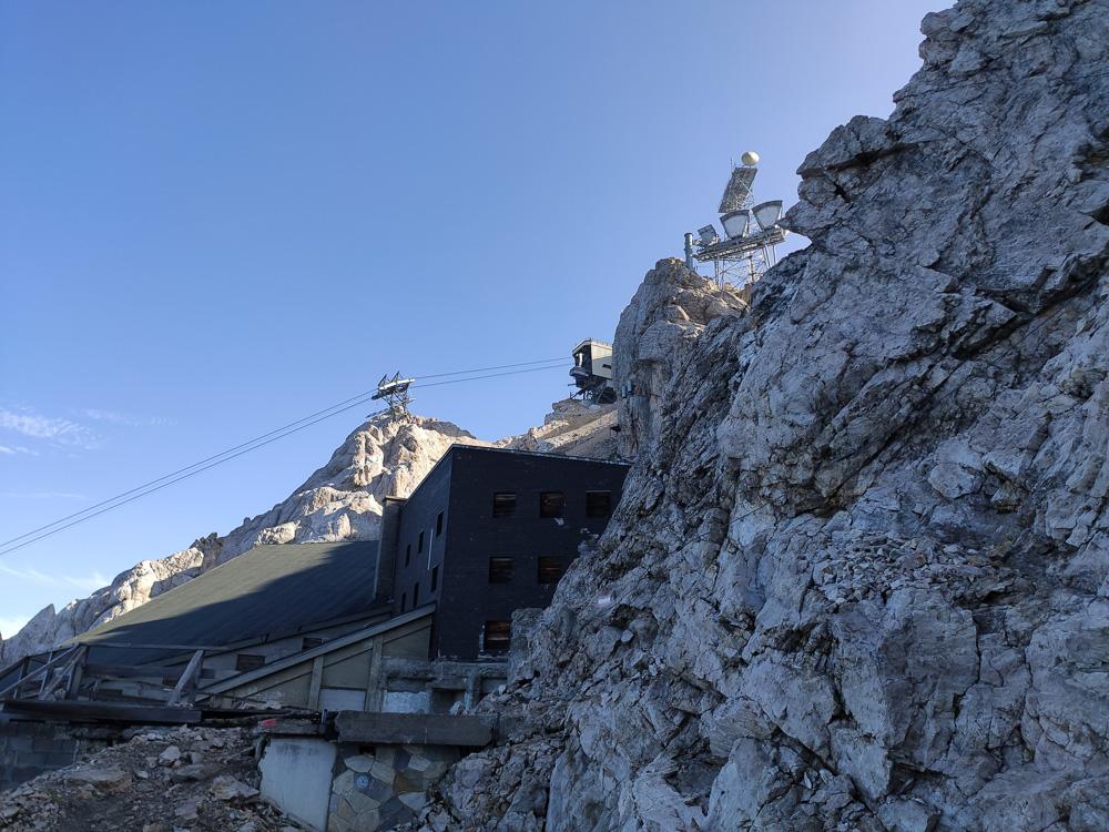 Am alten Kammhotel. Von hier aus war es dann nicht mehr allzu weit bis zum Gipfel der Zugspitze.