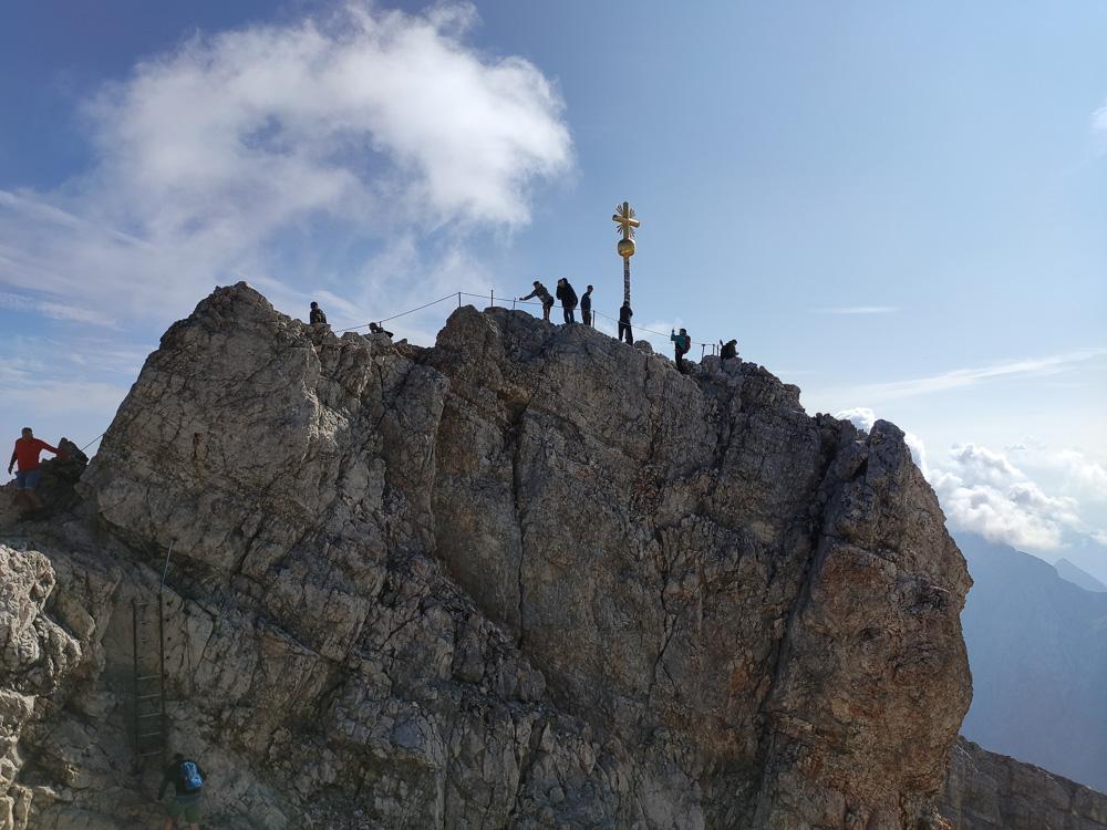 Das goldene Gipfelkreuz der Zugspitze