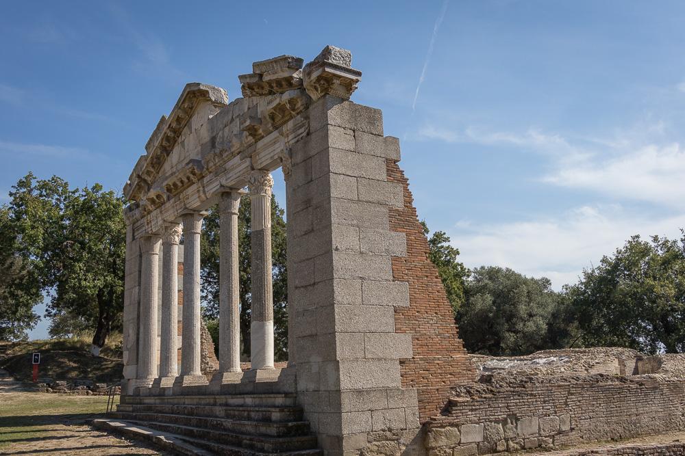 Das Wahrzeichen von Apollonia. Das Buleuterion.