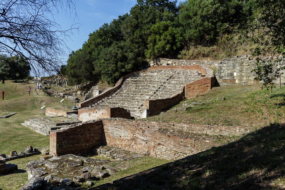 Das Odeon von Apollonia gegenüber dem Buleuterion
