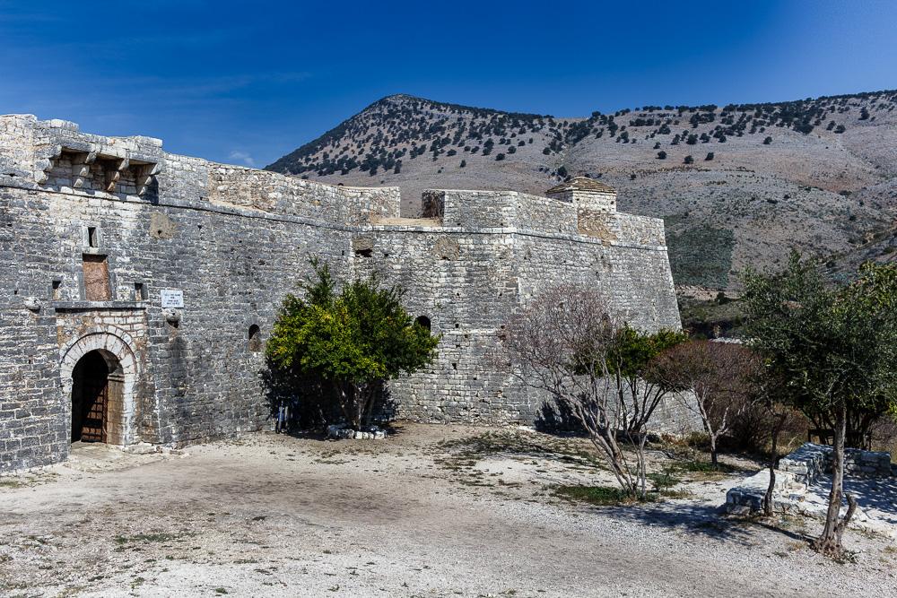 Der Eingang zur Festung Porto Palermo