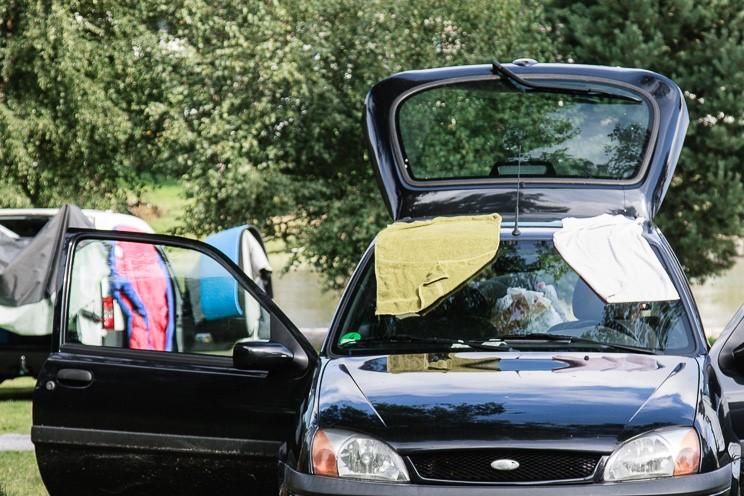 Der Ford Fiesta mit trocknenden Handtüchern
