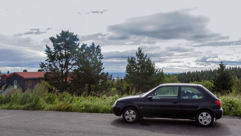 Kleinwagen auf Roadtrip. Hier steht unser Fiesta in Oslo.