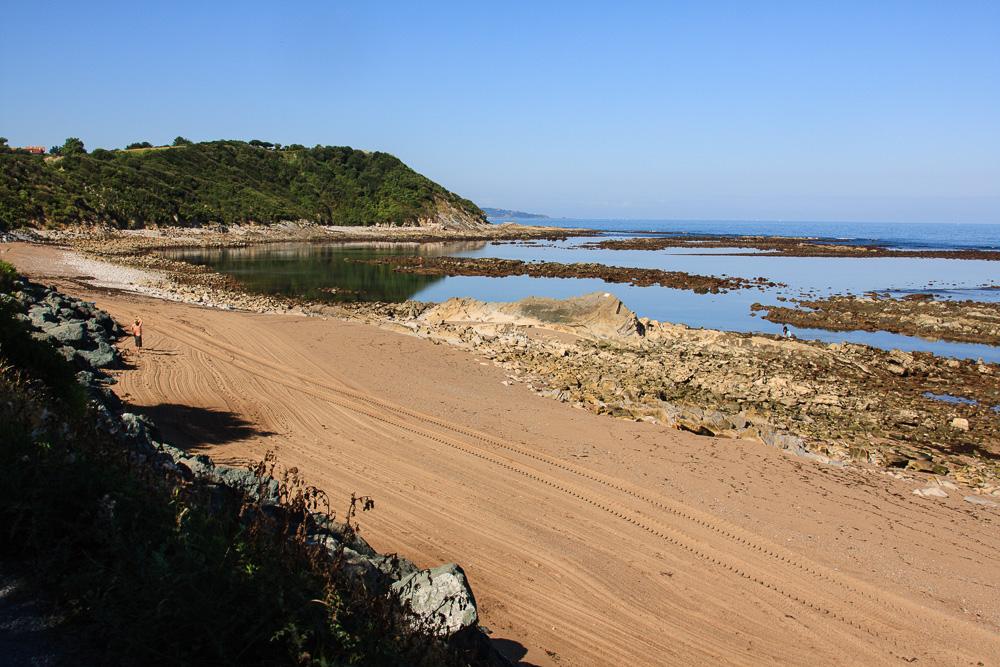 Der Strand unterhalb des Campingplatztes La Ferme Erromardie bei Saint-Jean-de-Luz während unserem Roadtrip mit Zelt durch Nordspanien