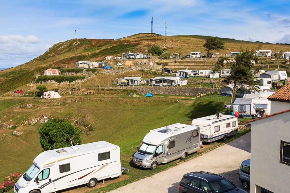 Blick auf einen Teil von Camping La Paz an der spanischen Atlantikküste