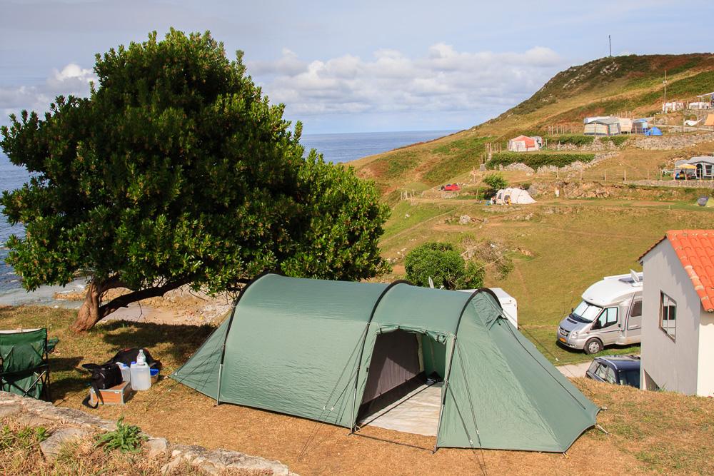 Unser Zelt auf dem spektakulären Campingplatz La Paz bei Llanes