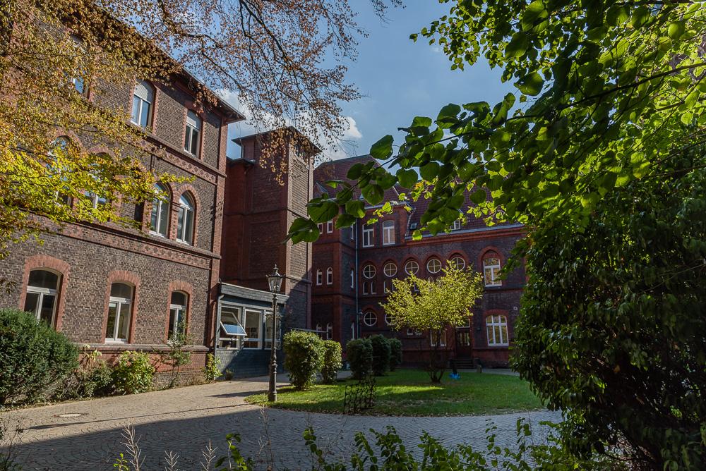 Blick auf die alten Gebäude am Pflegemuseum von Kaiserswerth