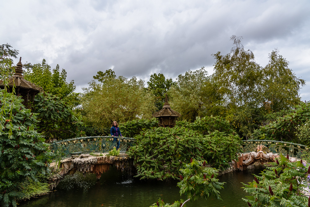 Die wunderschönen märchenhaften Gartenanlagen der Burg von Ravadinovo sind jedoch schon fertig und laden zum Flanieren ein