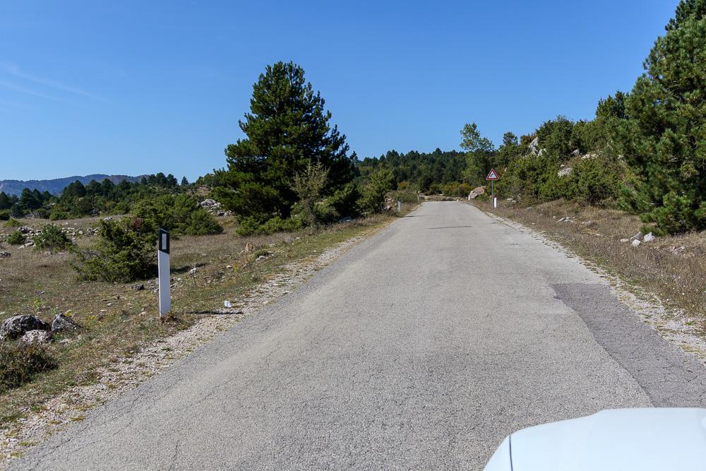 Auf dieser Straße legt man Kilometer für Kilometer zurück. Von Saranda nach Korca