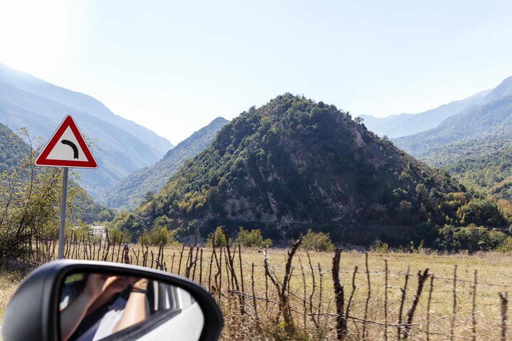 Immer wieder hat man nun tolle Ausblicke aus dem Fenster auf der Fahrt von Saranda nach Korca