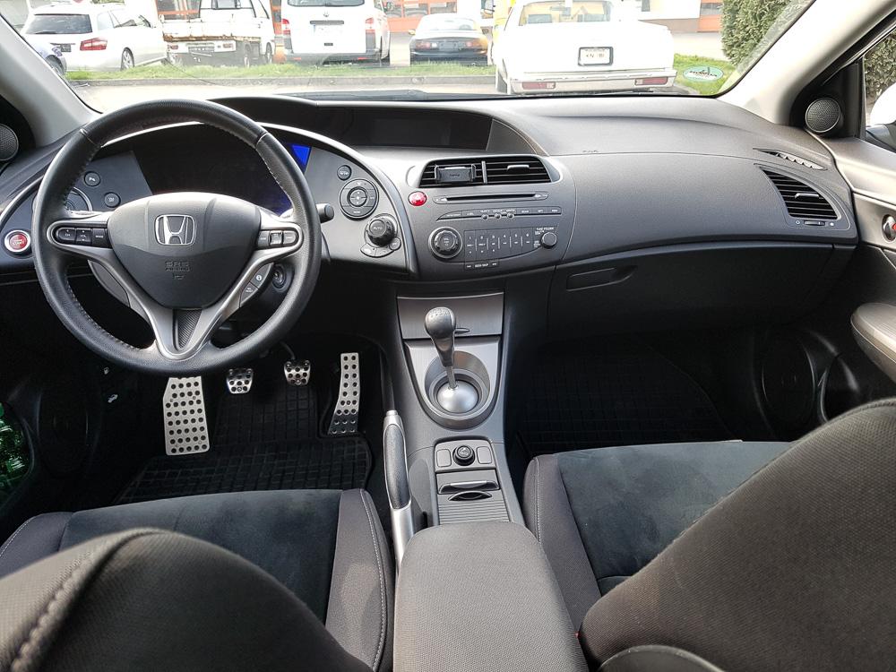 Noch einmal das Cockpit des 2011er Honda Civic VIII aus einer anderen Perspektive