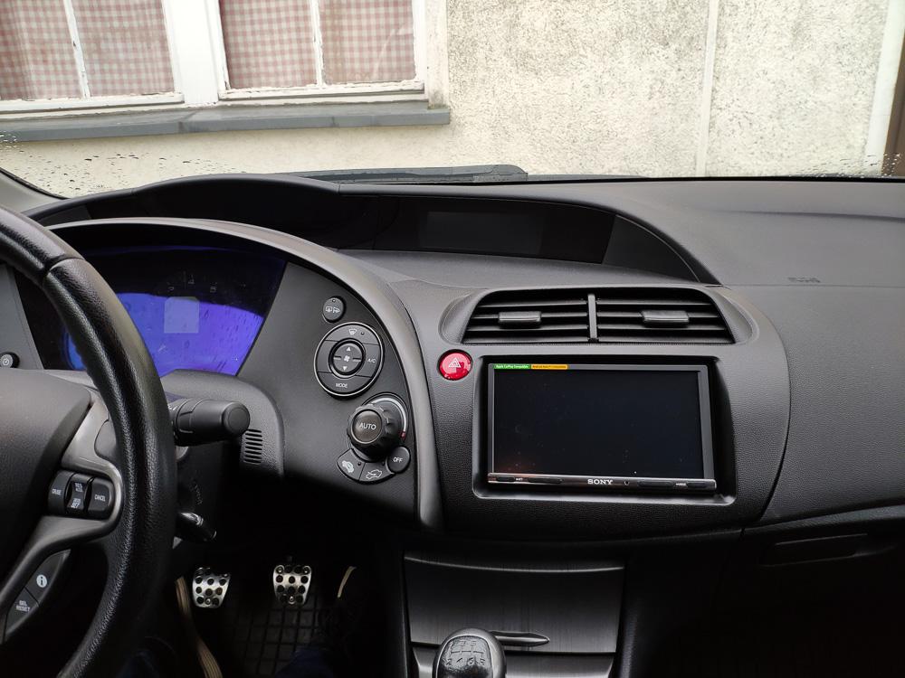 Unser nachgerüstetes Navi aus der Nähe. Die Navigation mit Android Auto hat prima funktioniert.