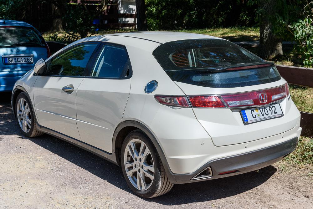 Im Grunde bietet der Honda Civic VIII noch kompakte Abmessungen, auch wenn er recht unübersichtlich ist
