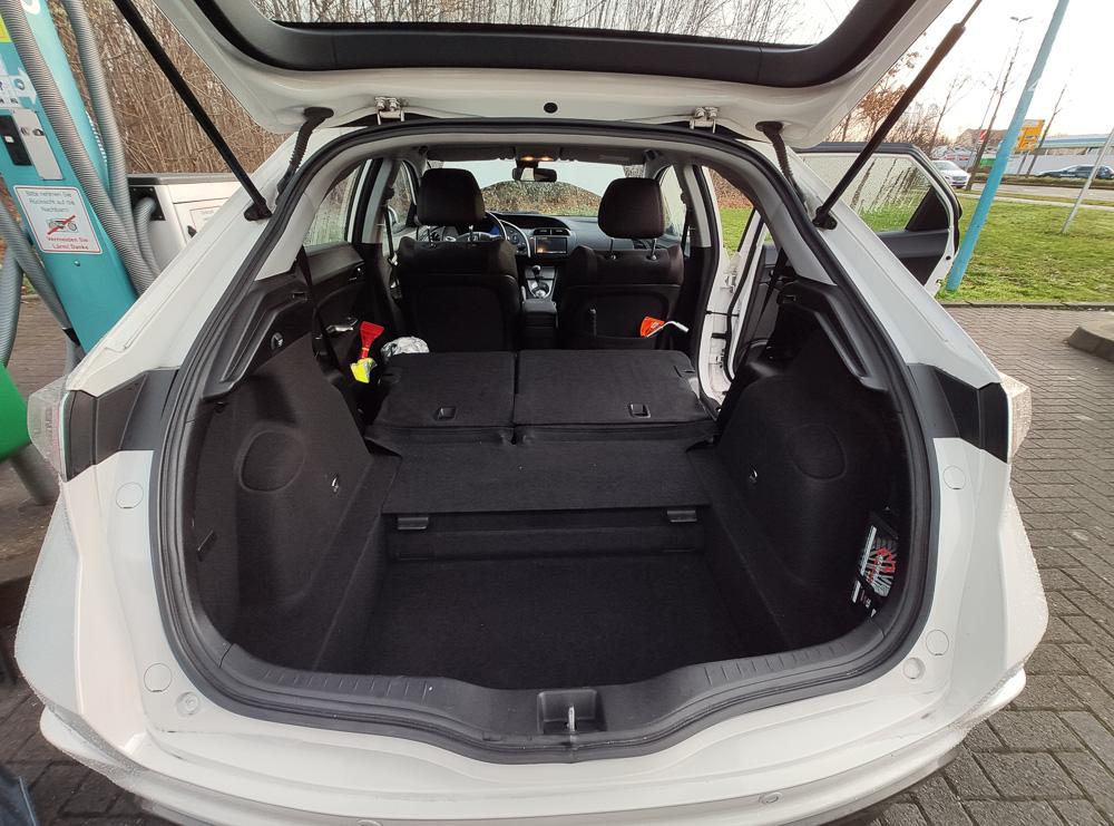 Der Kofferraum des Honda Civic VIII bietet ordentlich viel Stauvolumen, auch ohne umgeklappte Lehnen