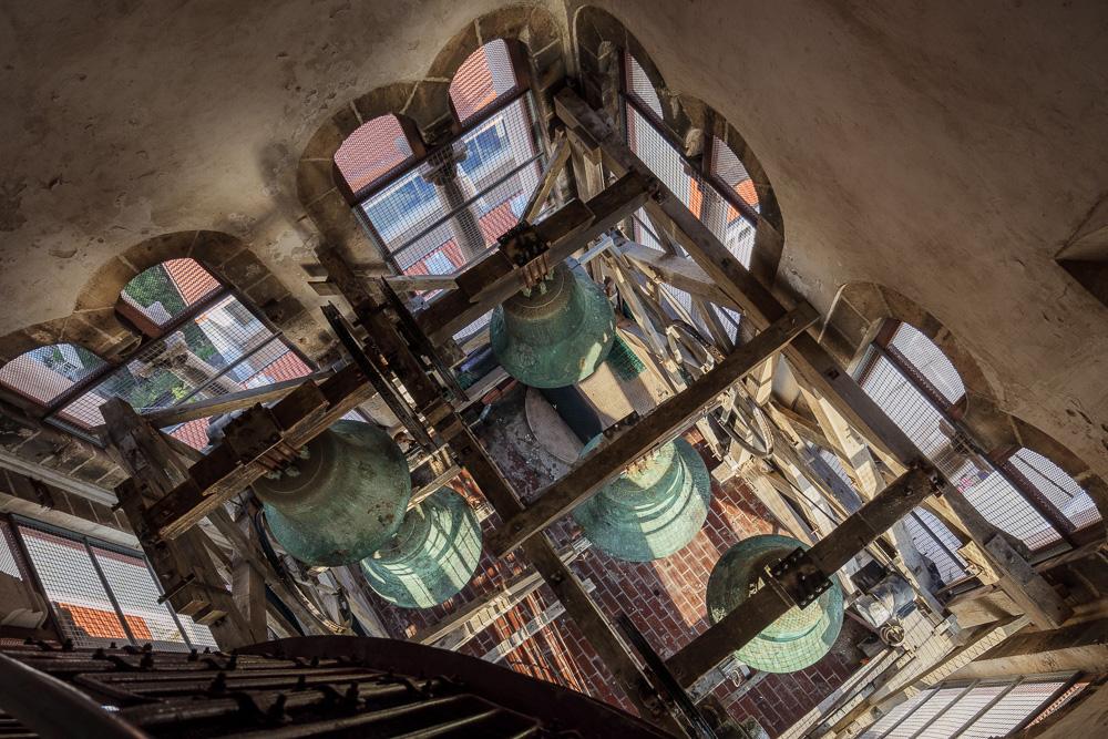 Die Glocken im Turm der Kathedrale der Heiligen Anastasia in Zadars Altstadt