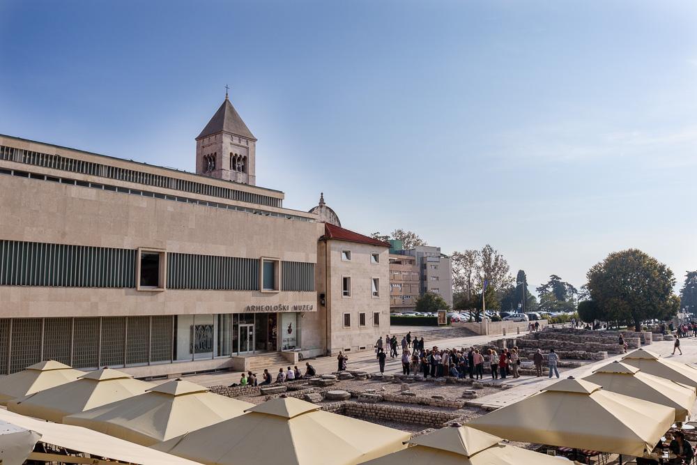 Blick vom Turm der Kathedrale von Zadar auf das römische Forum