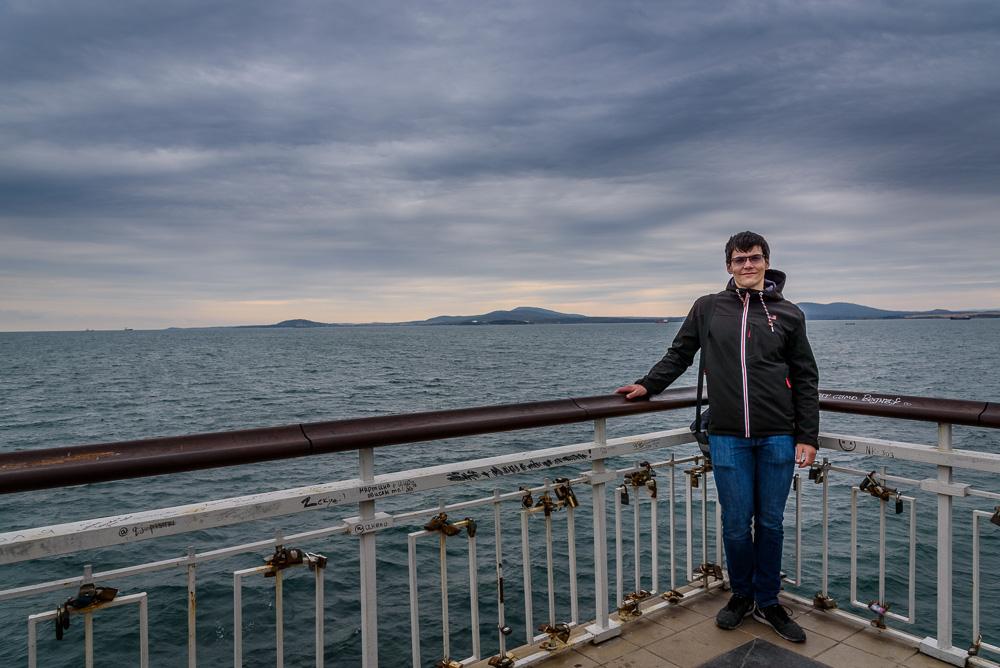Die vielen Schlösser an der Aussichtsplattform stehen für die Paare, welche sich an diesem Ort zu Dates treffen. Bei unserem Besuch am Ende des Piers war es ziemlich windig und kalt.