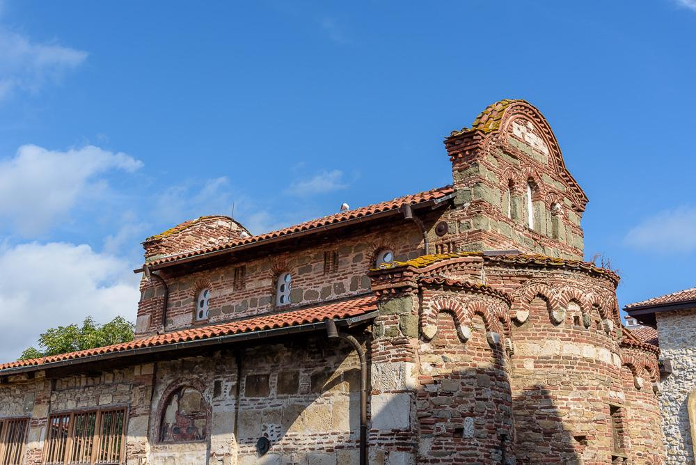 Die gut erhaltene Kirche des Heiligen Stefan in der Altstadt von Nessebar. Im Inneren findet man viele Wandmalereien vor.