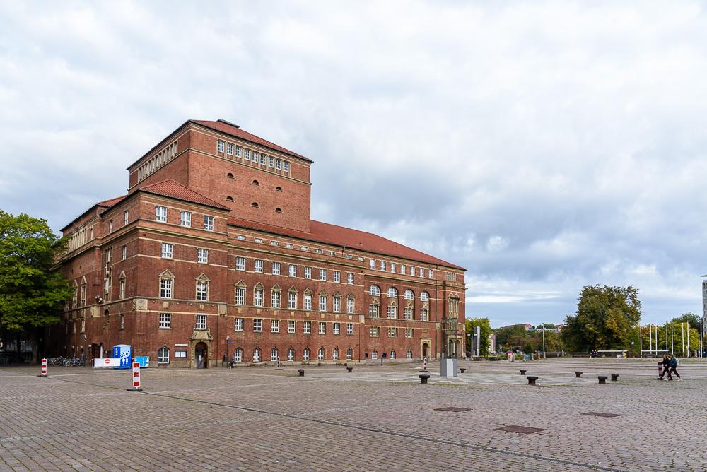 Das Kieler Opernhaus am Rathausplatz