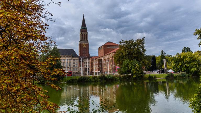 Rathausturm auf unserem Spaziergang durch Kiel