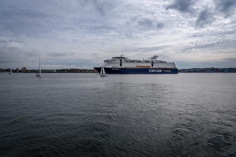 Fähre der Color Line bei der Ausfahrt aus Kiel in Richtung Skandinavien