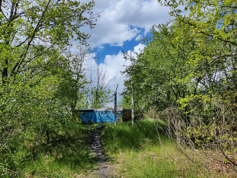 Der Betonbunker am Panoramaweg unweit des Bitterfelder Bogen