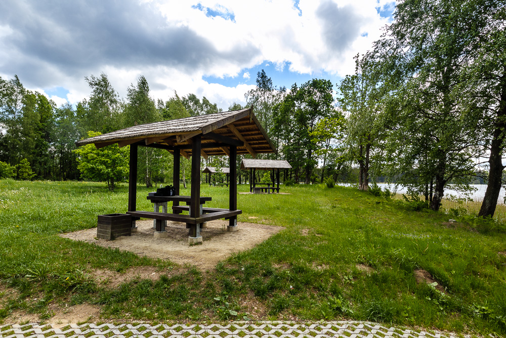 Überdachter Picknickplatz Stovyklavietė im Nationalpark Žemaitija