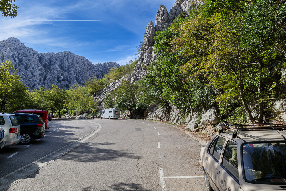 Parkplatz am Ende der Straße im Nationalpark Paklenica
