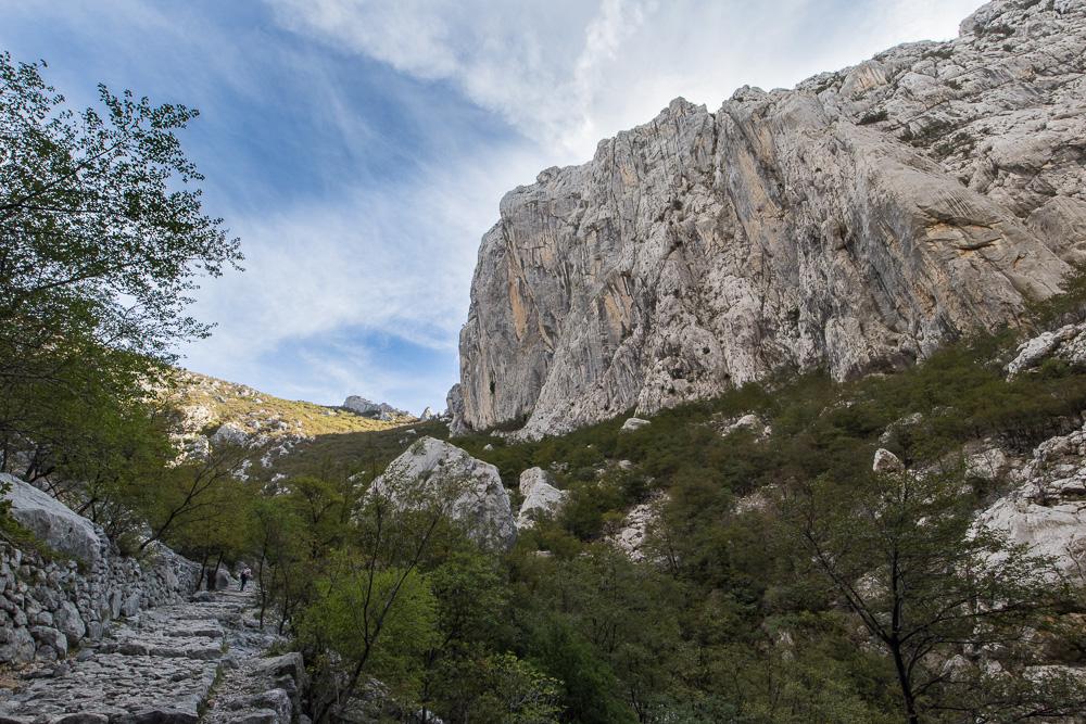 Die Felswände im Nationalpark Paklenica, ein Paradies für Kletterer