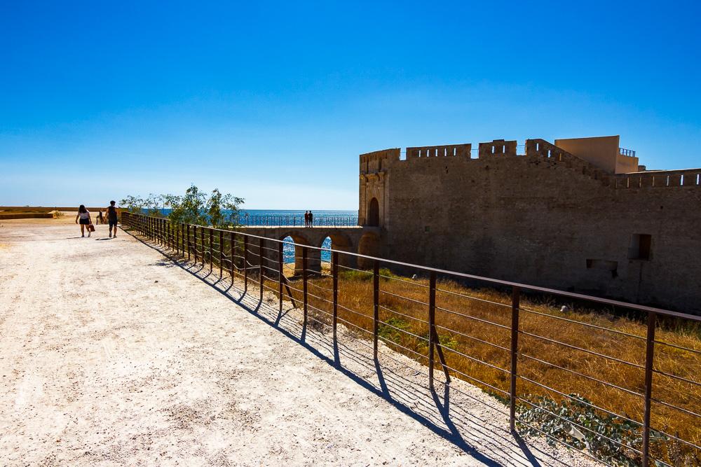 Am sehenswerten Castello Maniace in Syrakus