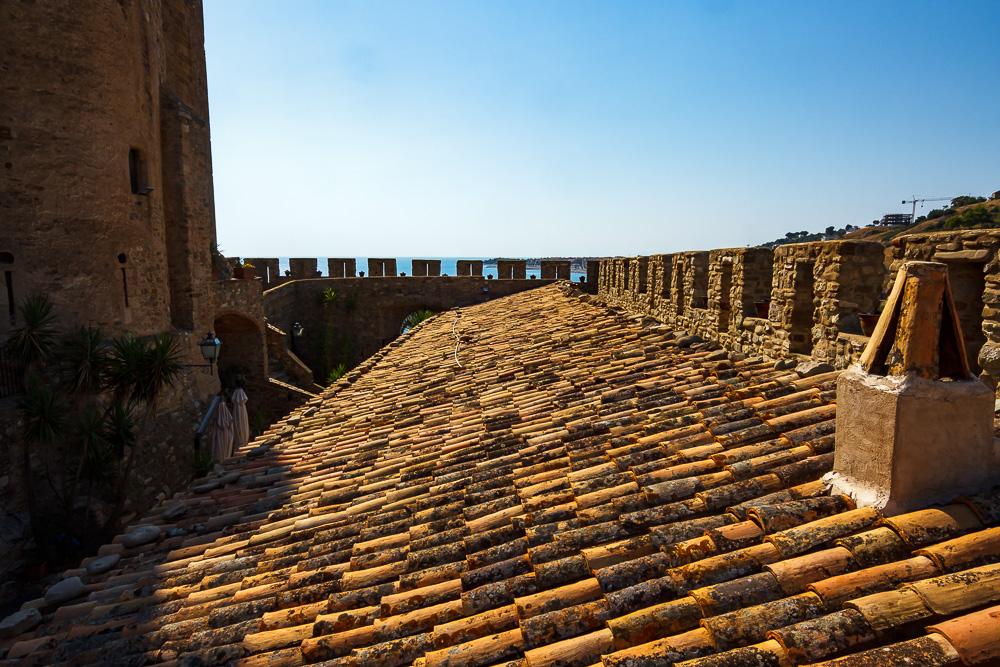 Das Erkunden der Mauern von Burg Federiciano hat uns viel Spaß gemacht