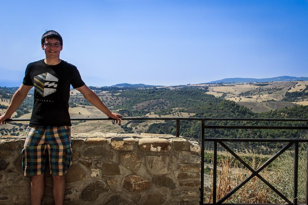 Christian in der Altstadt von Amendolara mit Blick ins Landesinnere